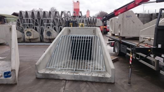 Precast Headwall with Flap Valve and Cranked Grating