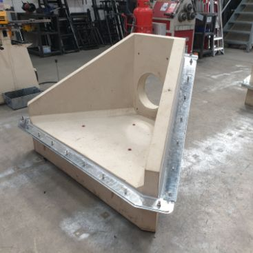 Standard headwall with factory fitted pond liner brakets