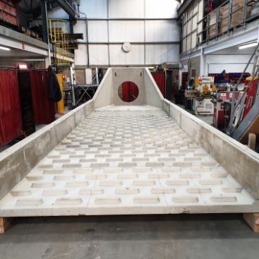Headwall with cascade panels