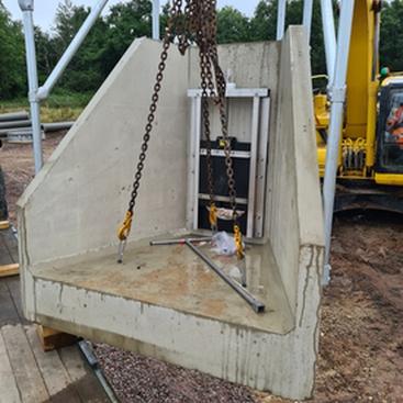 Standard H6CB Headwall being offloaded
